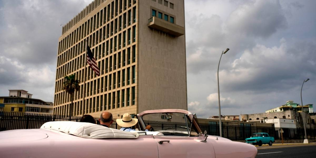 Cubanos abarrotan con preguntas a embajada de EE.UU. por visas