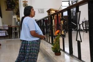 Feligreses se acercan para celebrar a San José, el patrono de la iglesia universal