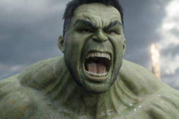 Avengers: Hulk se burla del peinado de Ojo de Halcón