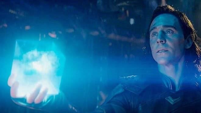 Loki entrega el Teseracto a Thanos en Avengers: Infinity War