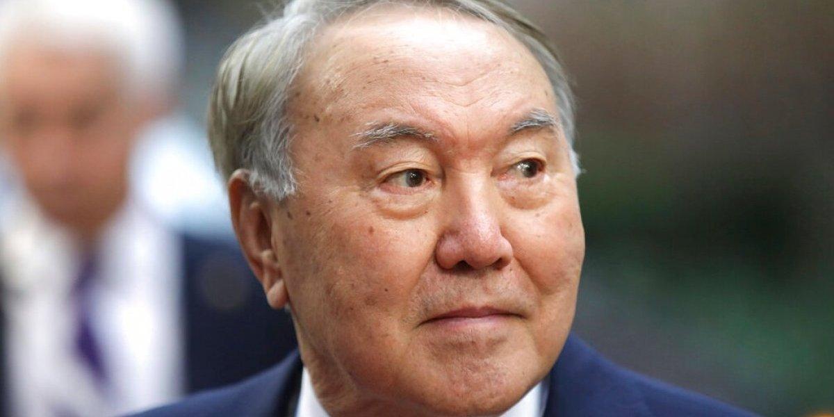 Renuncia el presidente de Kazajistán