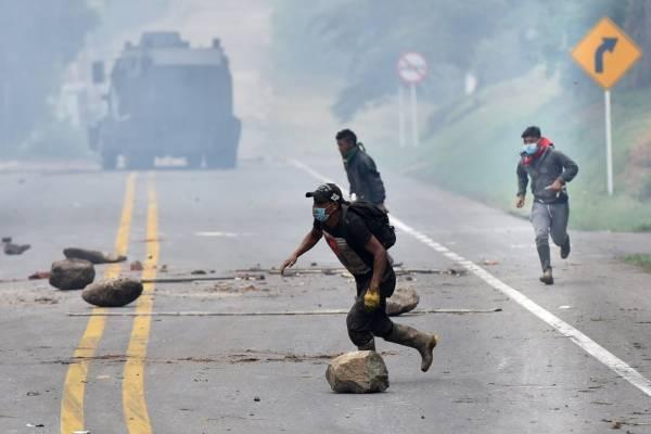 Colombia pide a Ecuador combustible para abastecerse por paro indígena