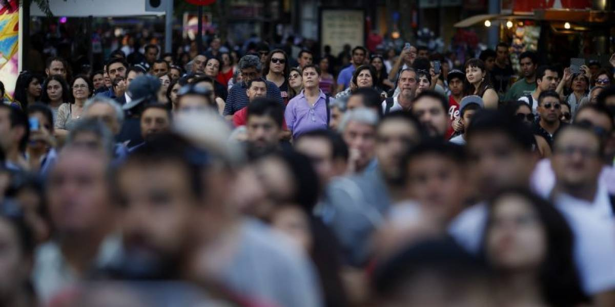 Estamos menos felices que el año pasado: Chile cae en el ranking de felicidad de la ONU