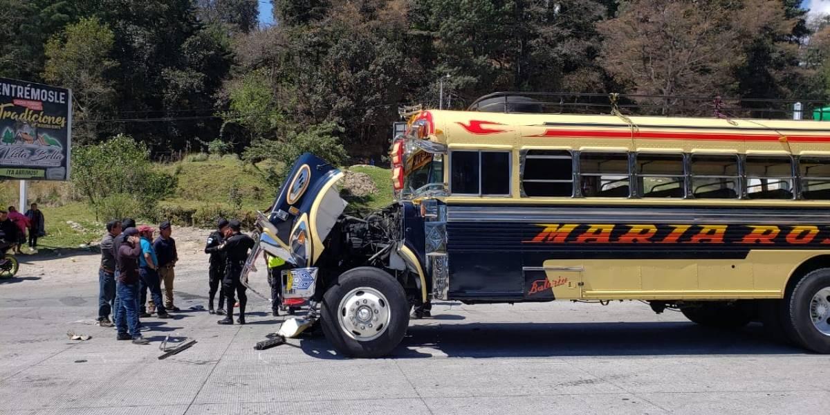 Colisión de buses extraurbanos deja un herido y pasajeros con crisis nerviosa