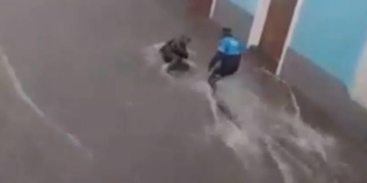 Centro Histórico de Quito: Habló el agente que rescató a hombre arrastrado por corriente de agua