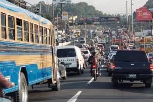 Reportan derrame de combustible en subida de Villalobos