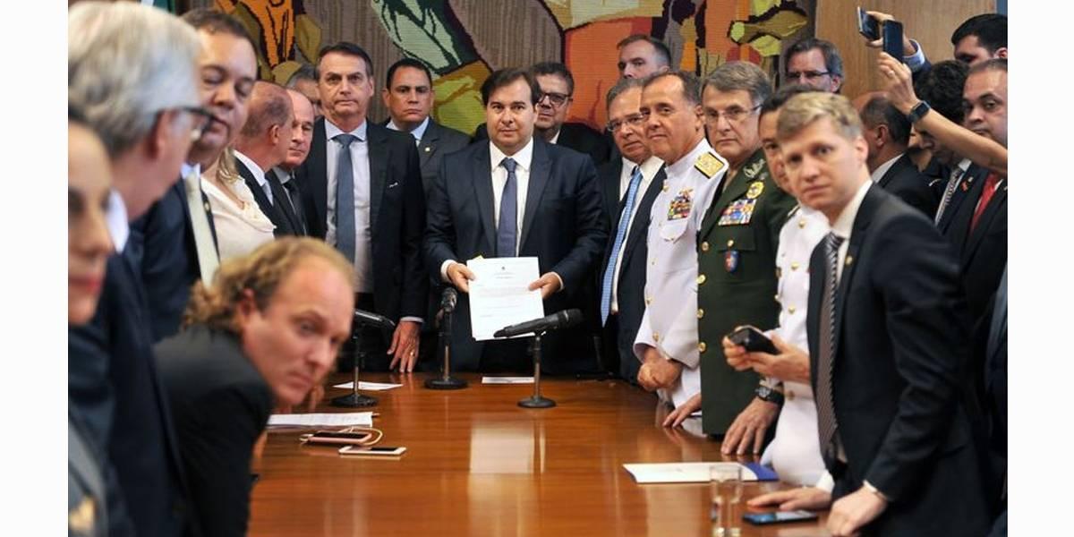 Bolsonaro entrega reforma previdenciária dos militares ao Congresso