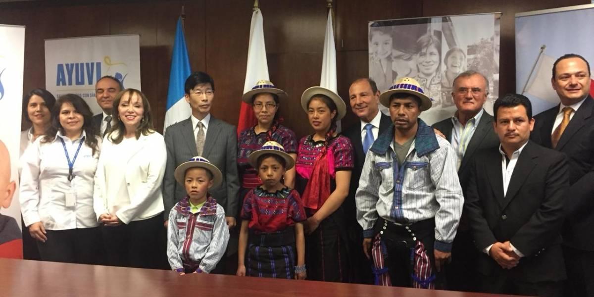 Embajada de Japón firma convenio con Fundación Castillo Córdova y Ayuvi