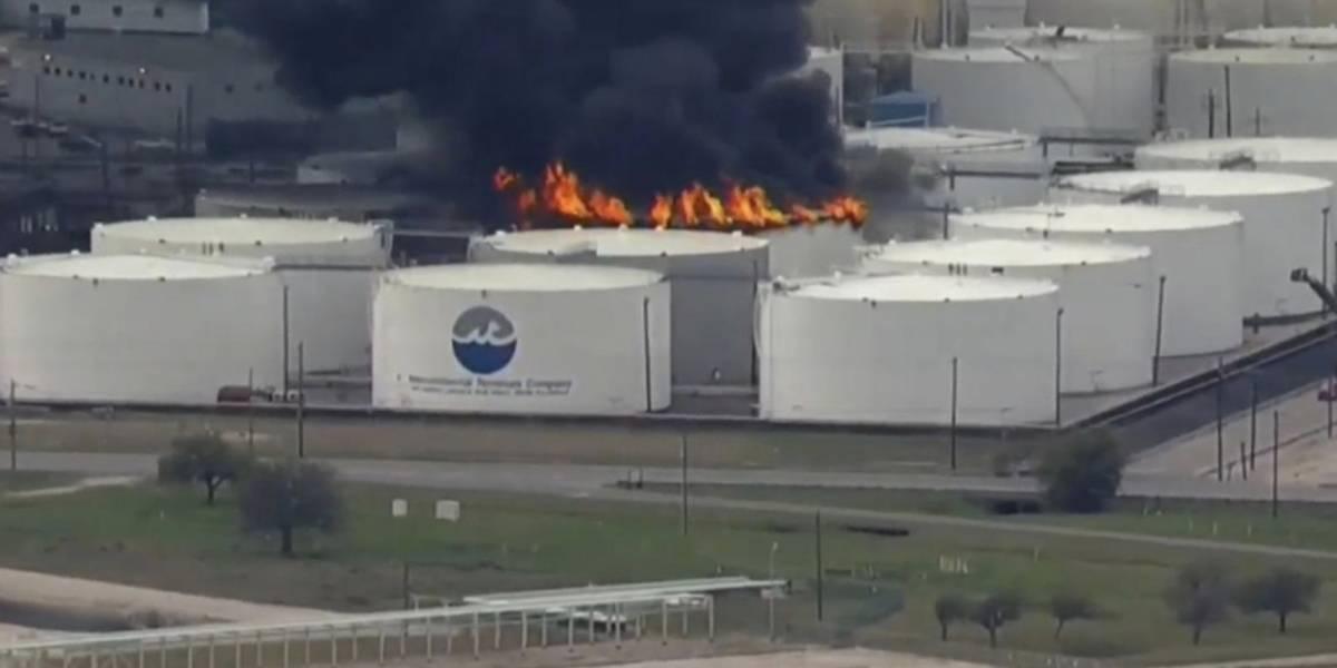 Extinguen incendio en planta química cerca de Houston