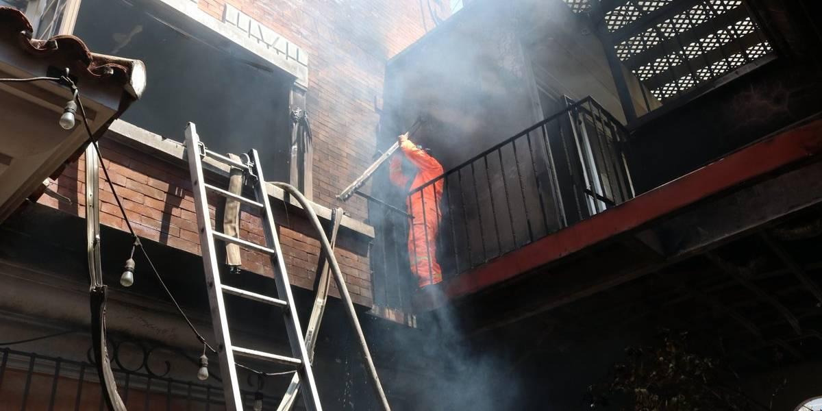 EN IMÁGENES. Incendio en edificio de zona 15 consume dos pisos