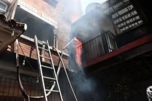Incendio en edificio de zona 15
