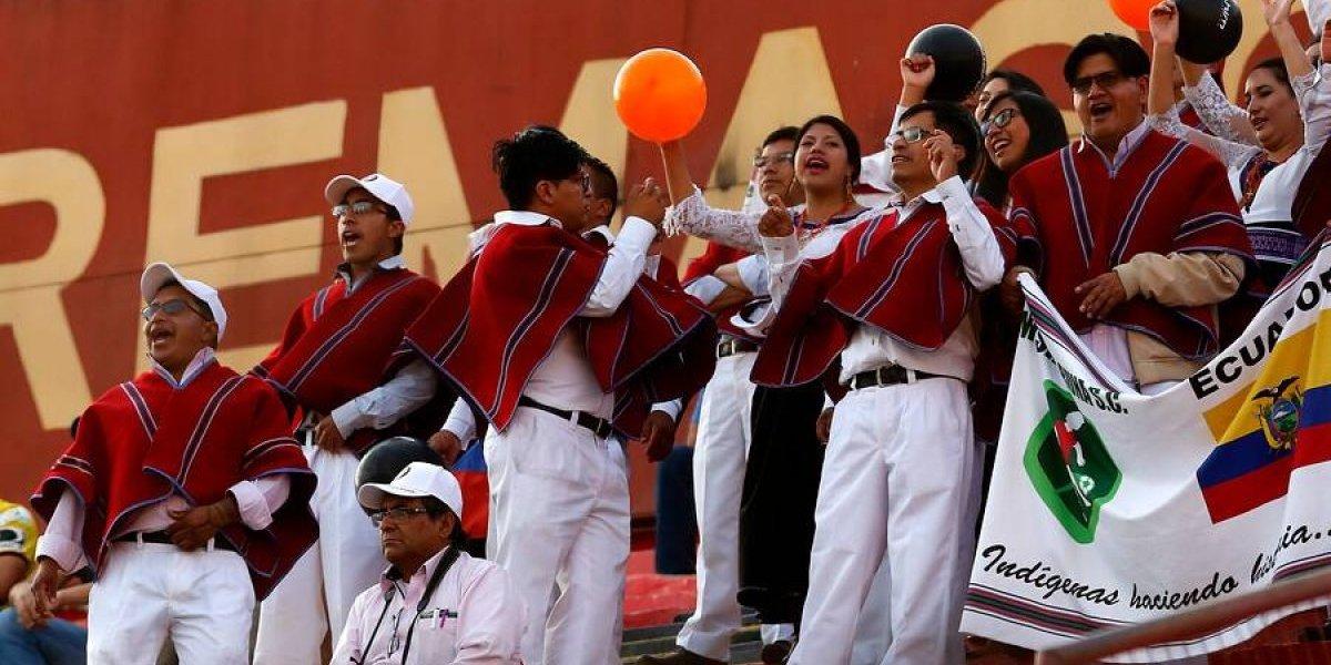 Todos los ponchos al viento: La inolvidable jornada de la folklorica barra del Mushuc Runa en la Sudamericana