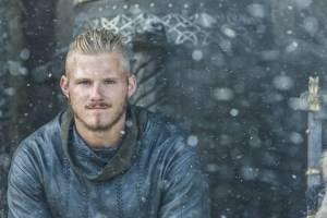 Vikings: Ator revela luta contra vício e agradece colega de elenco pelo apoio