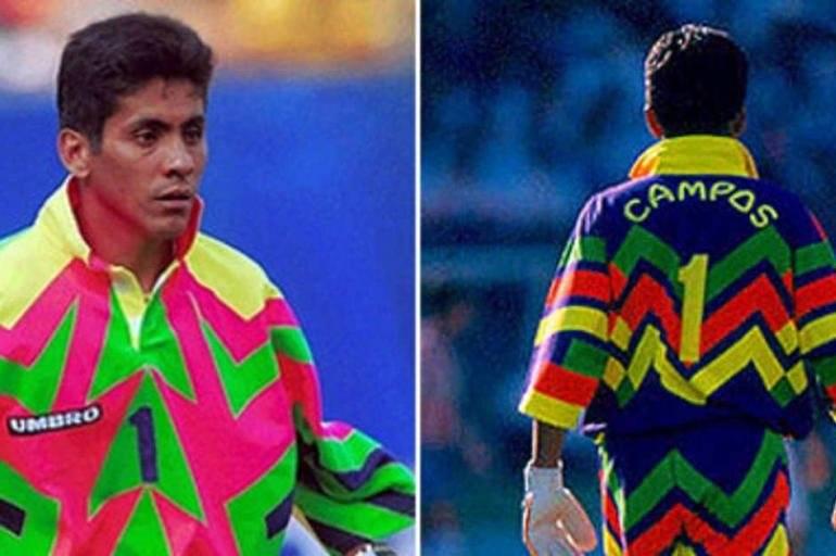 Jorge Campos - expoente da lista. O mexicano alternava atuações entre o gol e o comando de ataque. O estilo extravagante era praxe quando estava defendo as balizas. Reprodução/ Arquivo- El tiempo