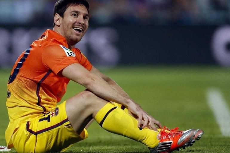 Barcelona - Até Messi já jogou com uniforme brega. O Barcelona tinha na temporada de 2012-2013 esta camisa bem chamativa. Reprodução/ Arquivo- El tiempo