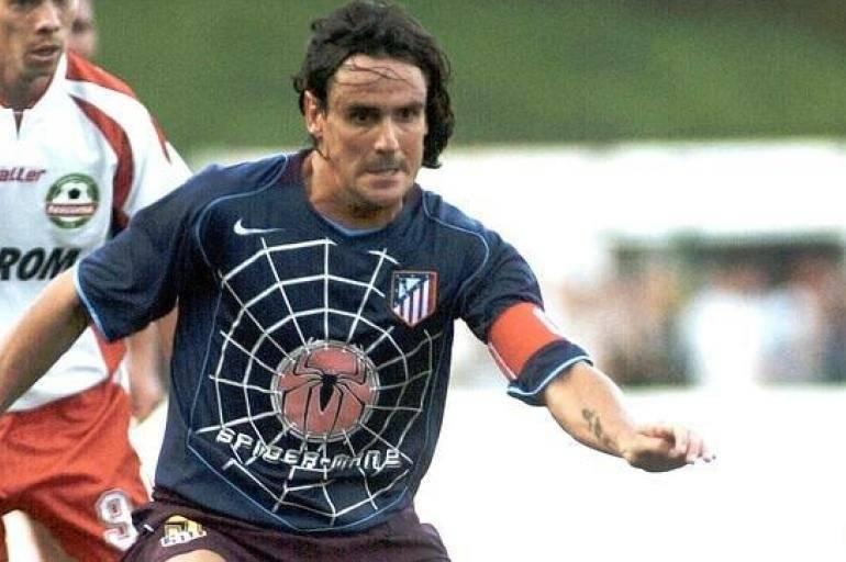 Atlético de Madrid – no começo dos anos 2000, a equipe de Simeone e companhia achou uma boa ideia transformar a camisa em tela publicitária para os filmes da Sony. Bom, o resultado está aí. Uma menção honrosa na nossa lista. Reprodução/ El tiempo