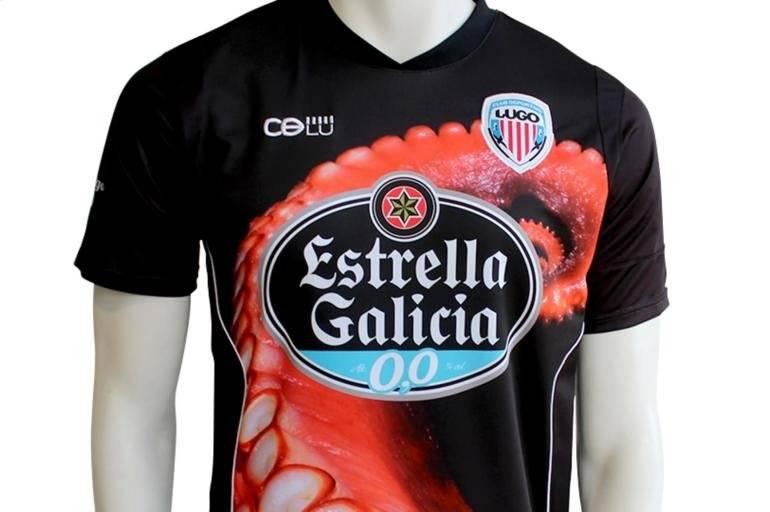 Deportivo Lugo – Homenagem aos fãs que pretendia juntar as duas coisas mais adoradas pela torcida: cerveja e futebol. Já dá pra ver que não ficou tão boa a execução, né? Reprodução/ El tiempo