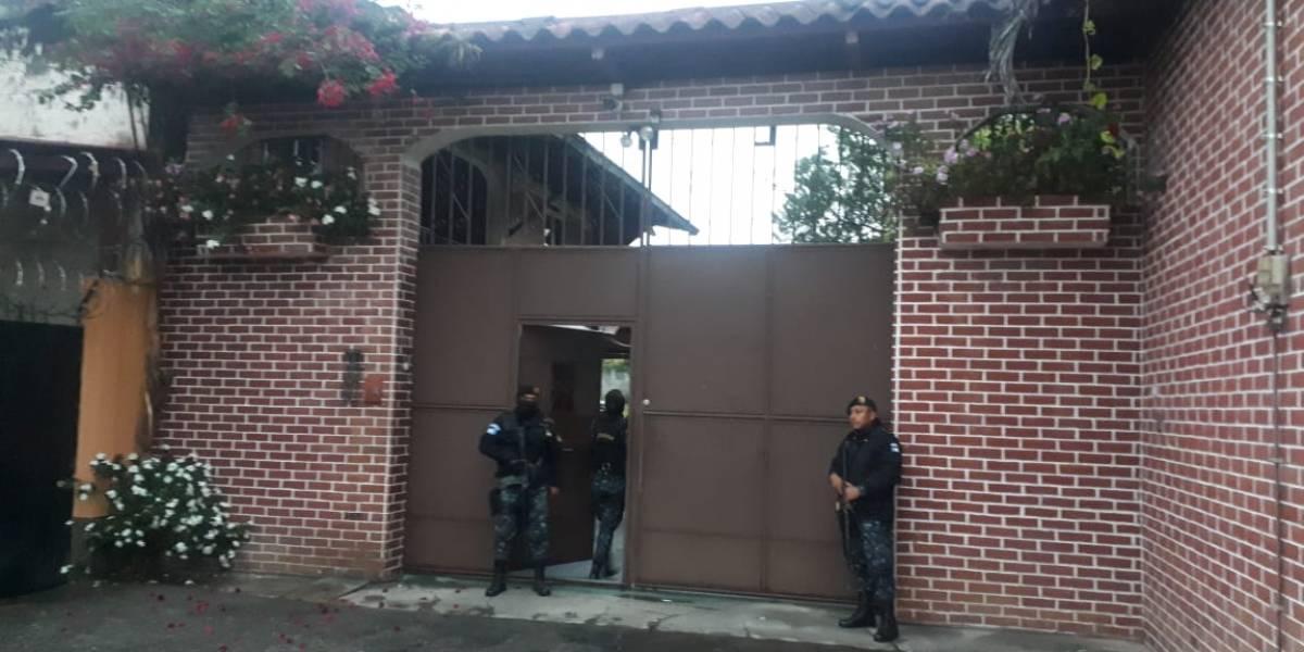 Decomisan armas y dinero en operativo en Alta Verapaz