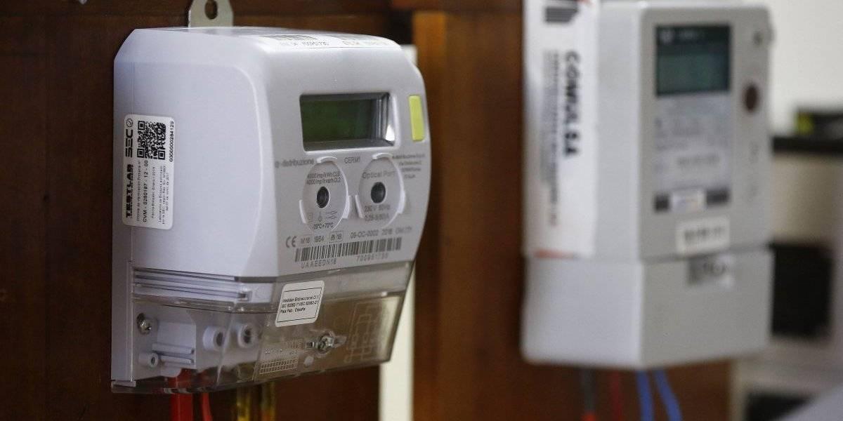 """""""Estamos renegando de una buena política pública"""": Empresas Eléctricas niegan que nuevos medidores sean un """"golazo"""" al Estado"""
