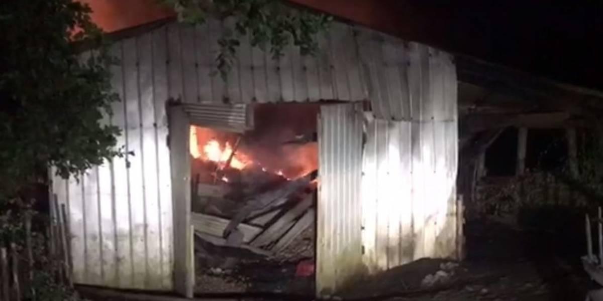 Nuevo ataque incendiario: desconocidos maniataron a cuidador de fundo y su familia en Tirúa