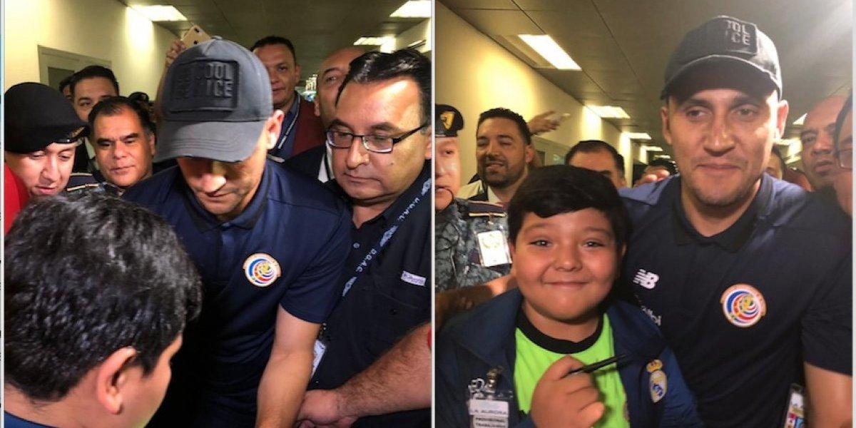 Niño guatemalteco cumple su deseo de conocer a Keylor Navas