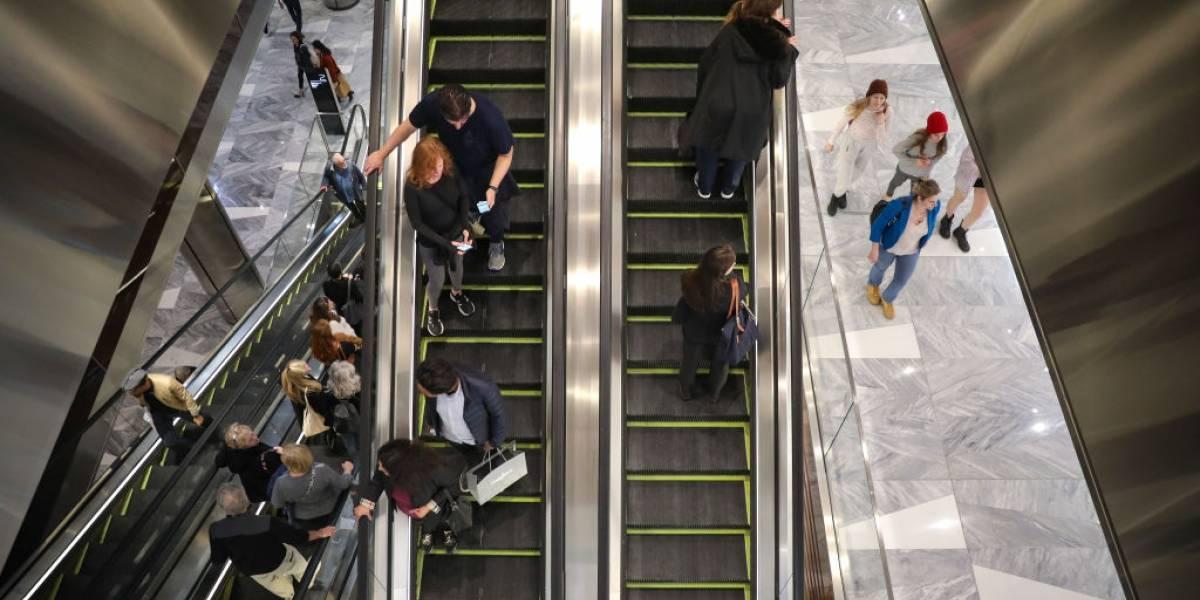 Estudio explica por qué no debemos subir caminando las escaleras mecánicas