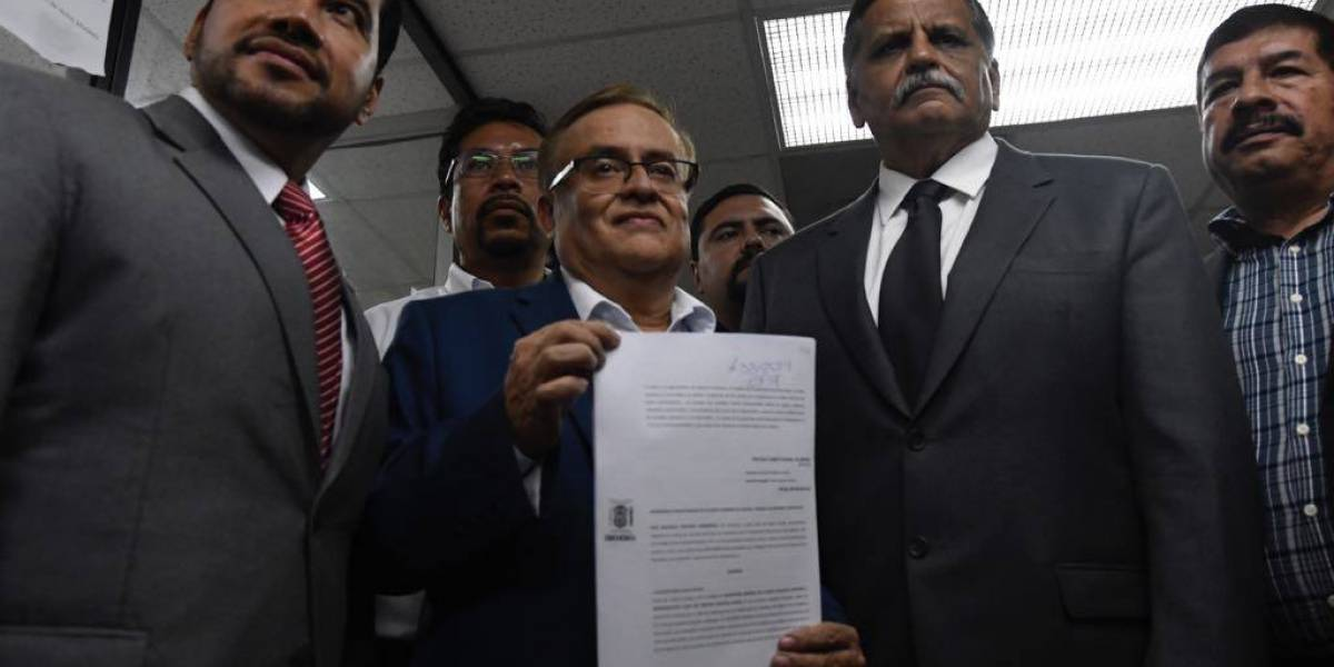 Aspirante presidencial de Fuerza presenta amparo para poder participar en elecciones