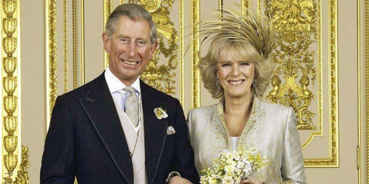 FOTOS. El príncipe Carlos y Camilla fueron captados luciendo sus figuras en traje de baño