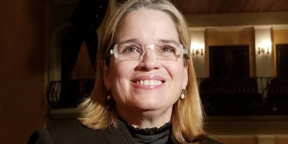 Alcaldesa presenta las carpas para refugiados
