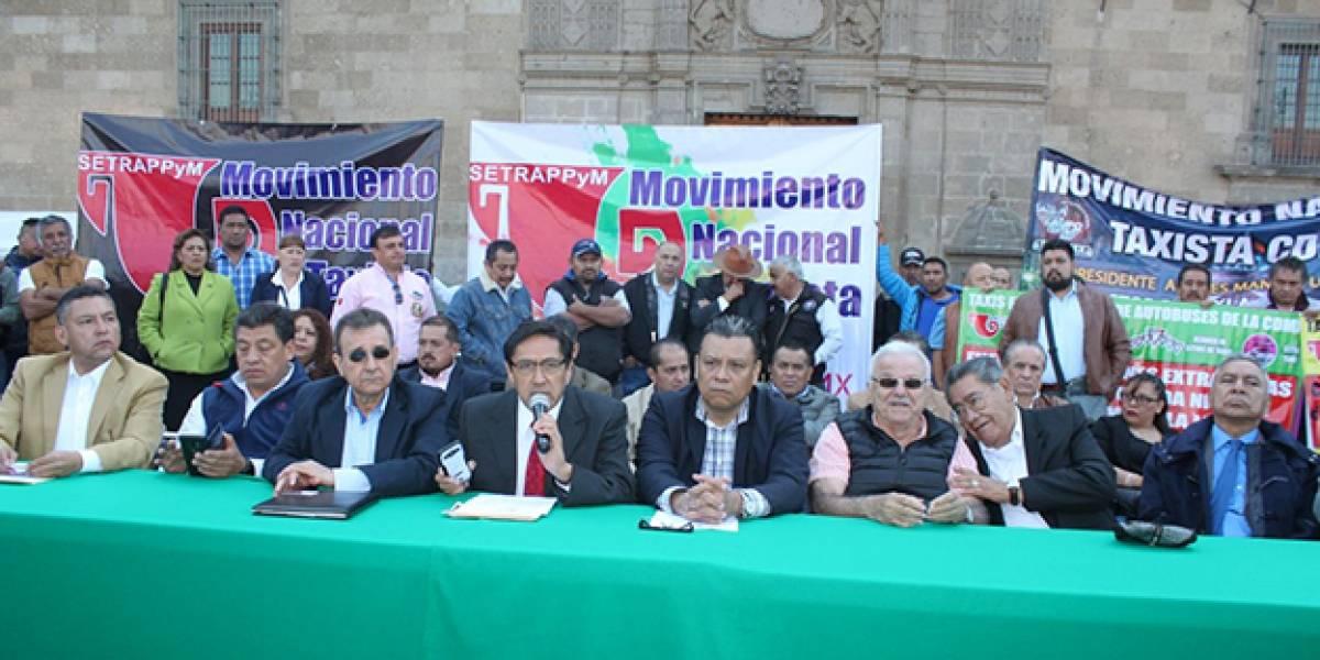 Taxistas en México exigen al gobierno retirar aplicaciones como Uber