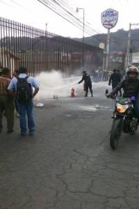Vapulean a dos hombres en bulevar El Naranjo, por supuestamente haber atacado a un taxista.