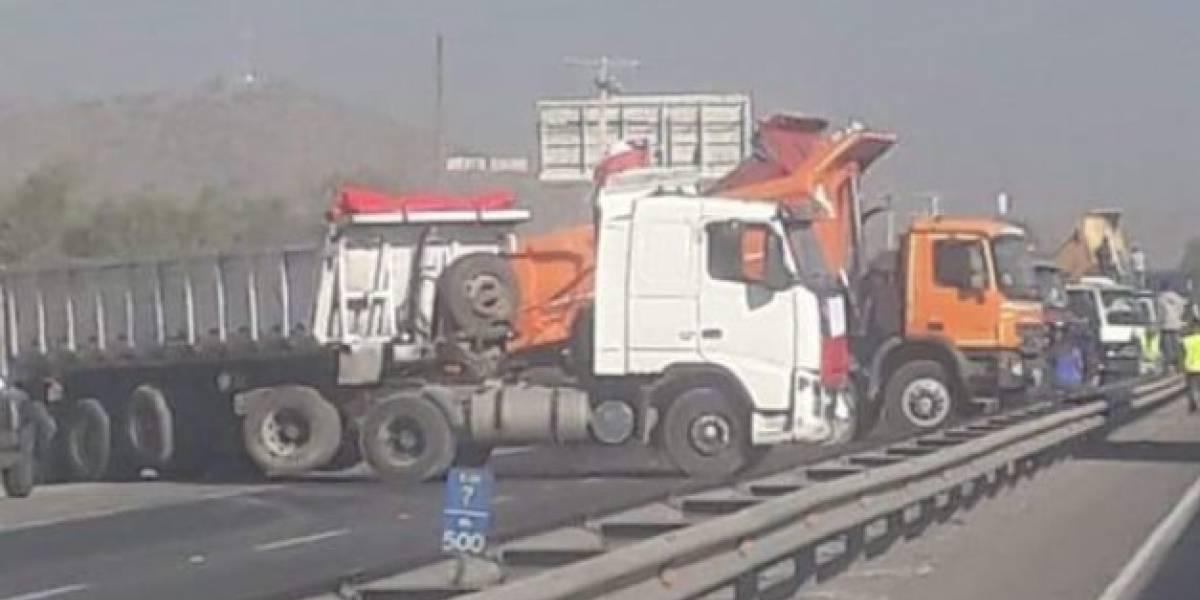 """Ruta 68 es bloqueada por camioneros a modo de """"advertencia"""""""