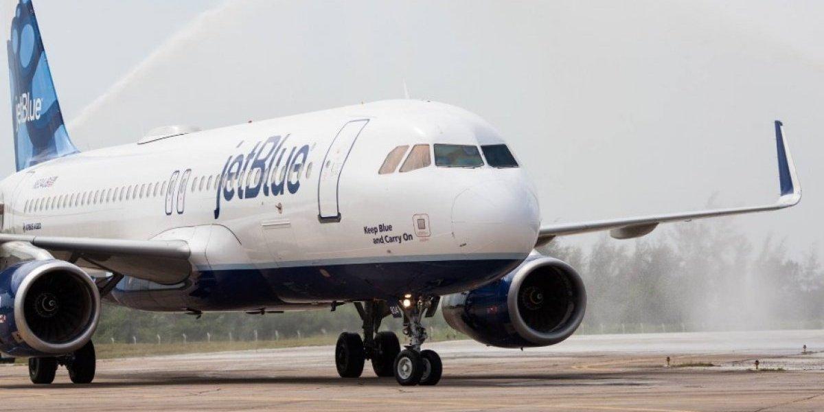 El escándalo que sacude a JetBlue: azafatas acusan a dos pilotos de drogarlas y violarlas