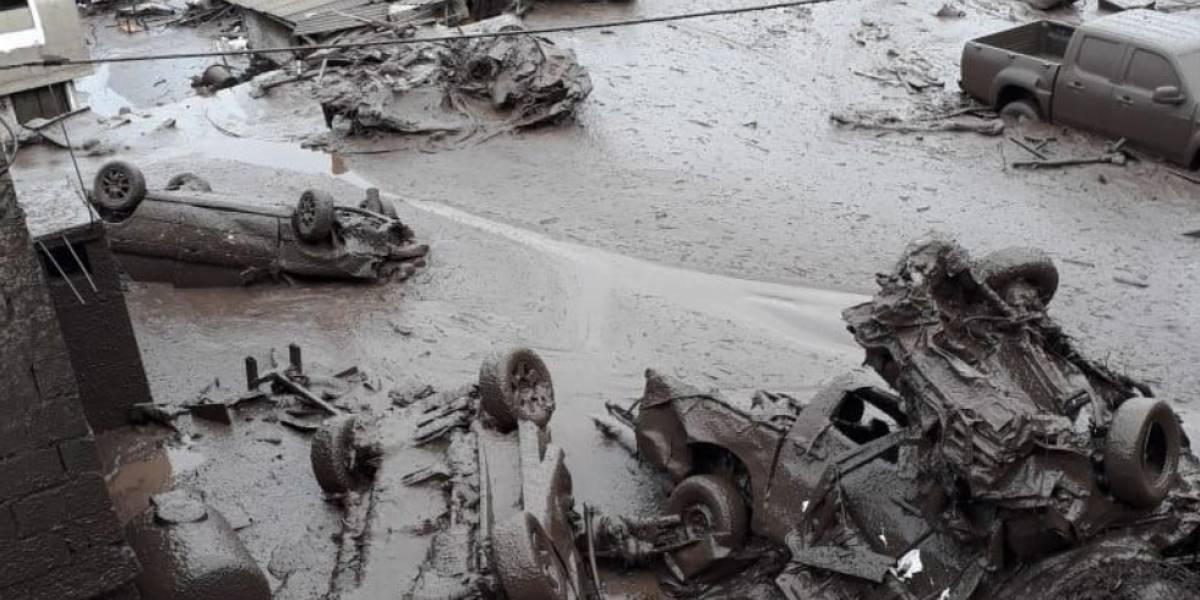 Quito: Las impactantes imágenes del deslave en el Pinar Alto, calle Manuel Valdiviezo