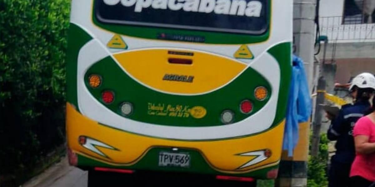 Lamentable: menor murió al sacar la cabeza por la ventana de un bus