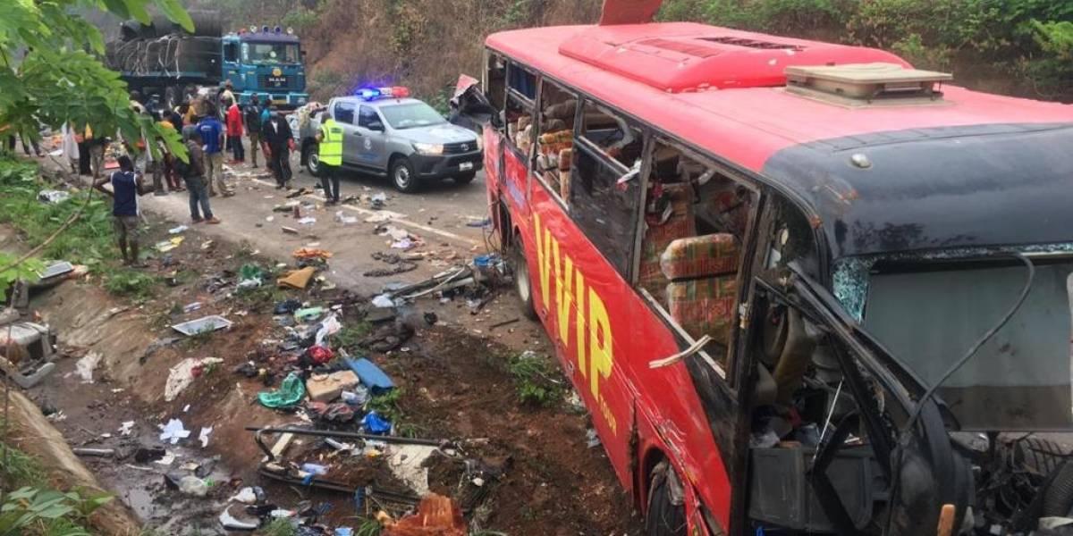 Al menos 60 muertos en un choque entre dos autobuses en Ghana