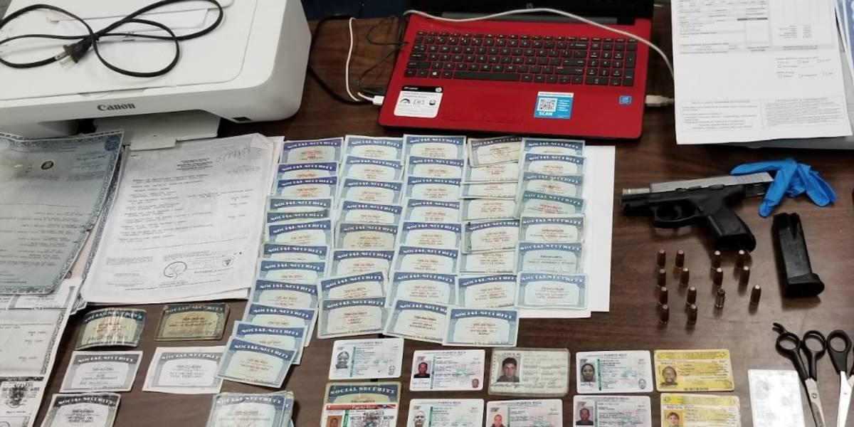 Ocupan laboratorio de falsificación de documentos en residencia en Bayamón