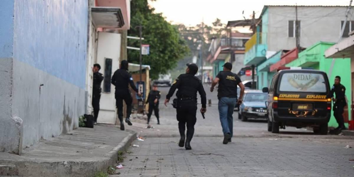 """Realizan 30 allanamientos en busca de desarticular la banda """"Los Patrones"""""""