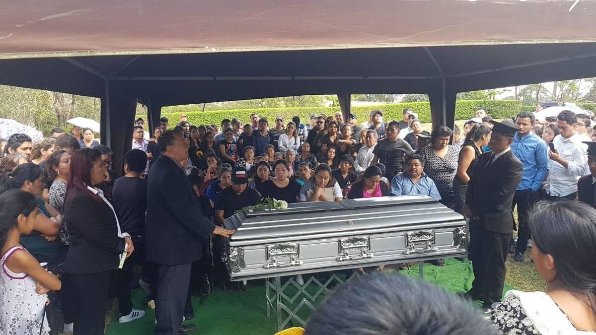 Dan el último adiós a taxista. Foto: Mynor Espinoza