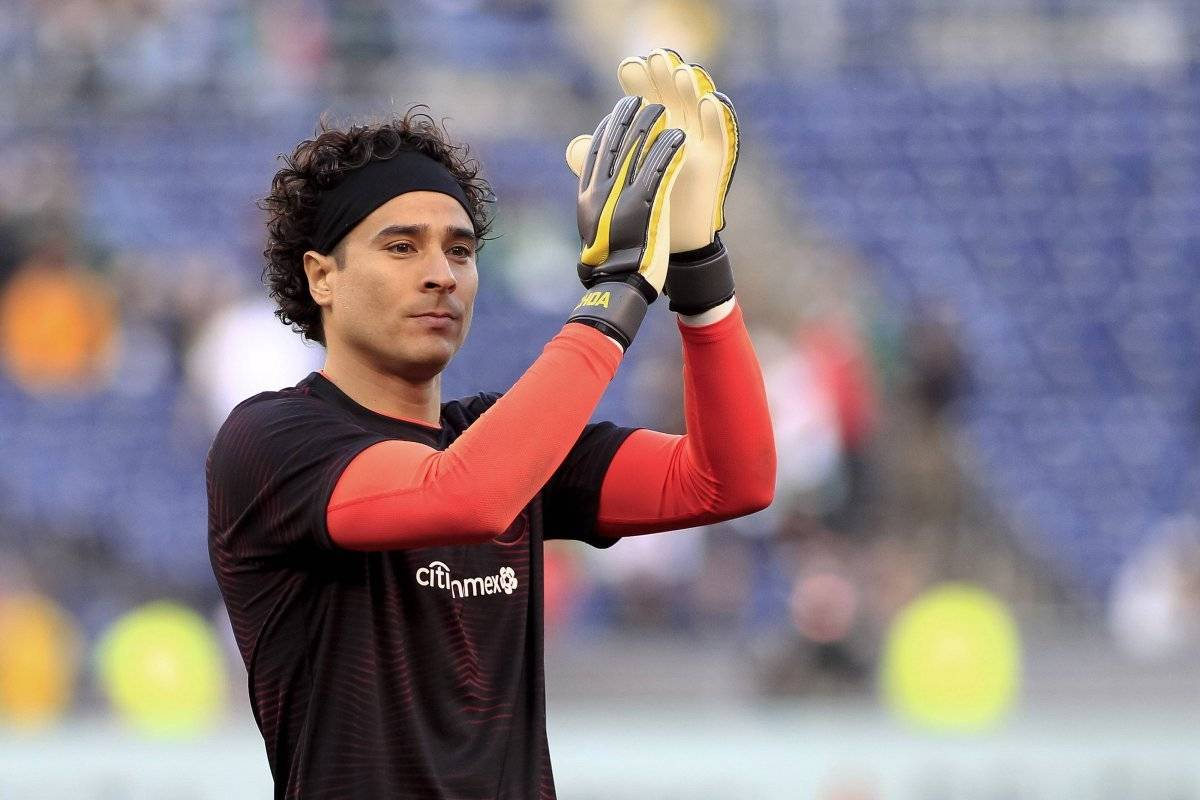 df5035d9420 The wink of Memo Ochoa, which thrills the Americanists