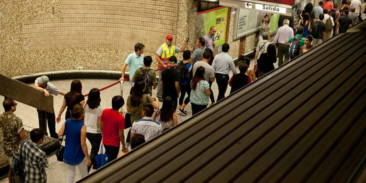 Bomba de ruido detona en Metro Quinta Normal: estaba al interior de un basurero
