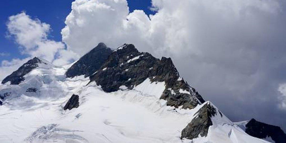 Cuatro personas son sepultadas por avalancha en Suiza