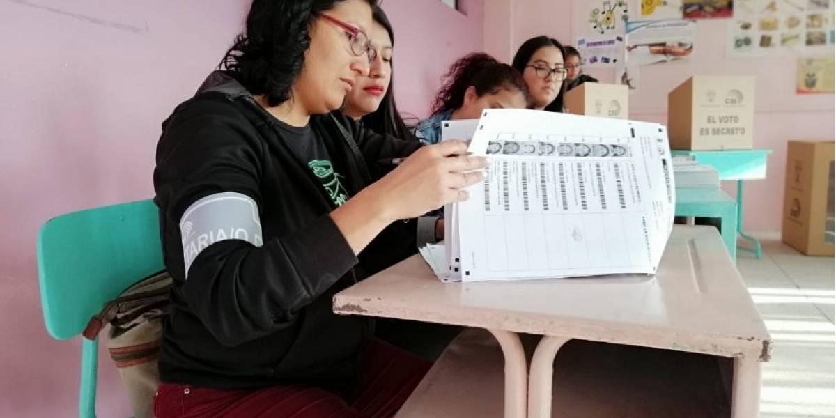 Policía anuncia que foto de papeletas marcadas en Cotopaxi es falso