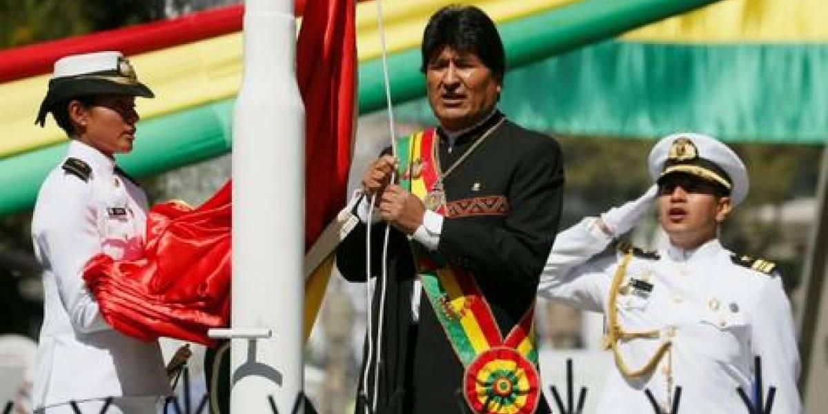 Evo Morales amenaza con buscar otros puertos para su carga comercial