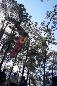 Piloto de vuelo libre es localizado con vida entre las montañas de Baja Verapaz