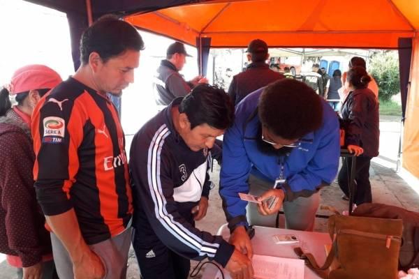 Afectados por aluvión en Pinar Alto reciben cédulas para votar en elecciones
