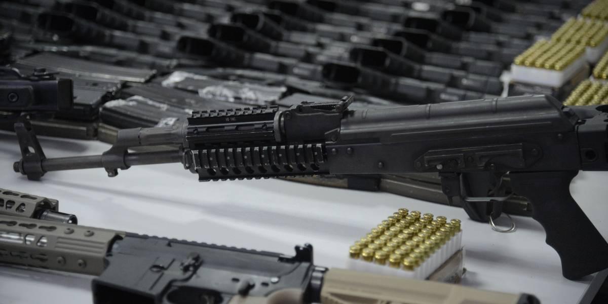 Referendo na Suíça aprova restrição à posse de armas