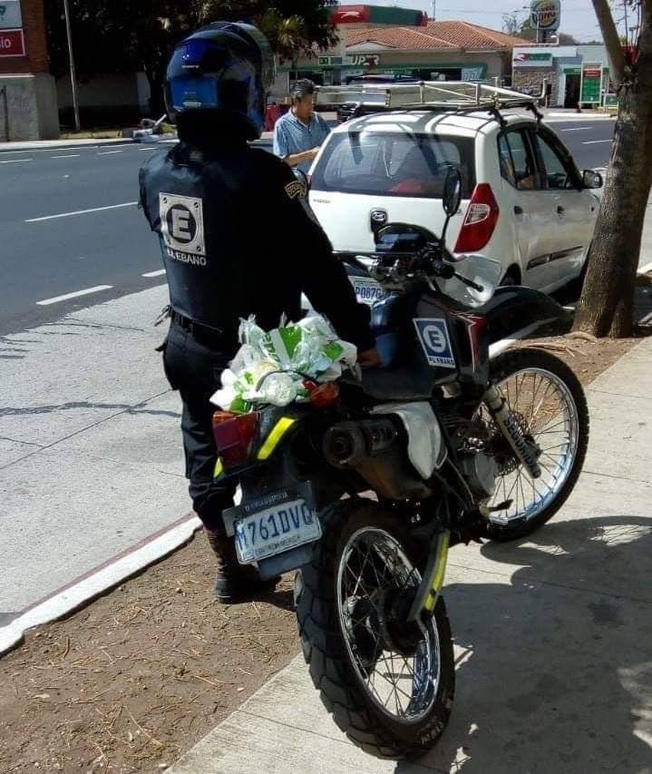 Encuentro por Guatemala publicó una fotografía donde se observa el retiro de su publicidad. Foto: EG