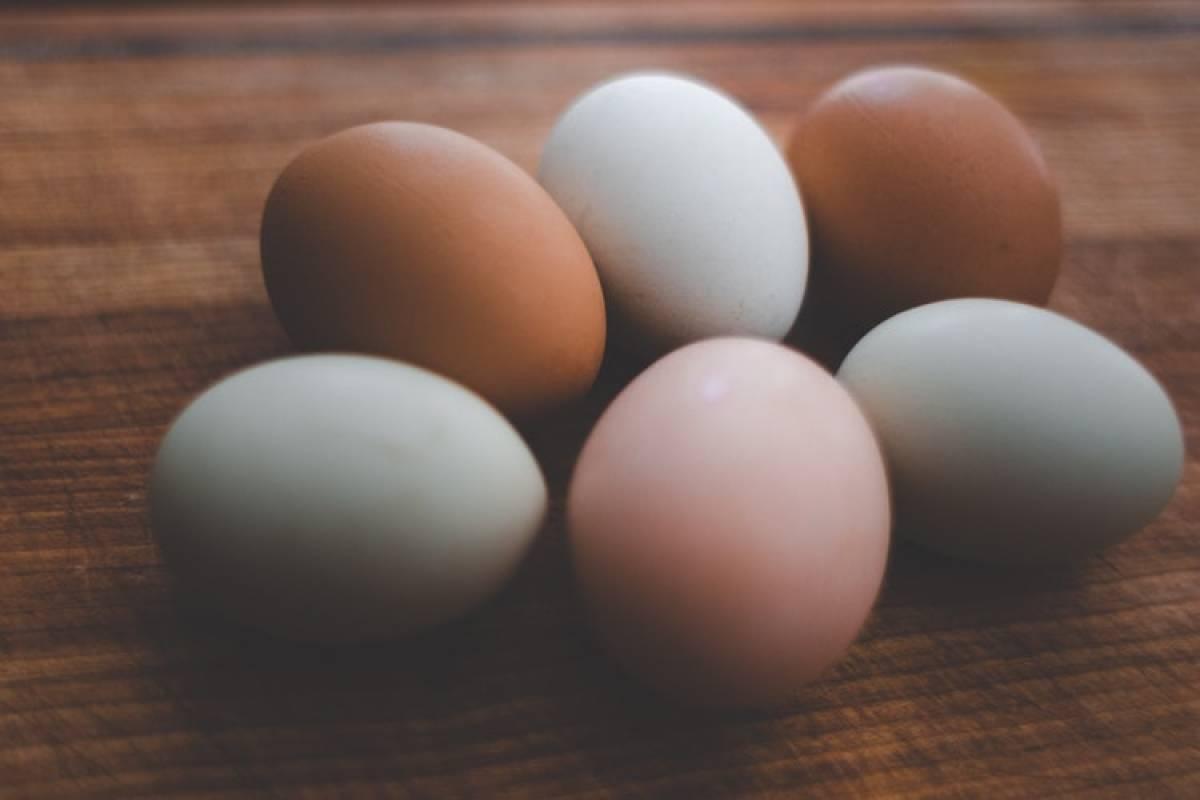 cuantos huevos enteros se pueden comer al dia