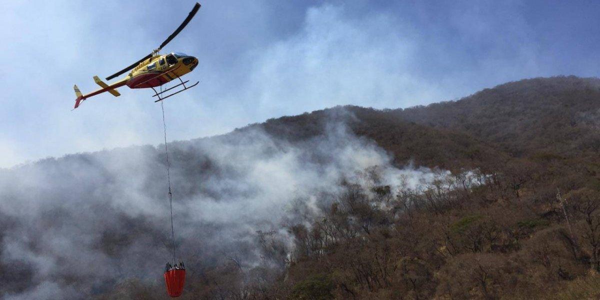 Tras 17 días se inicia combate aéreo de incendio en Sacatepéquez